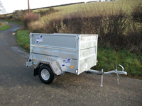 Q trailer with hinged solid sides